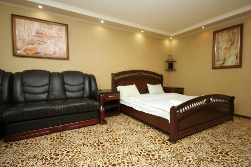 A bed or beds in a room at Pechersk Apartment in Kiev Center