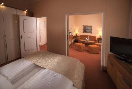 سرير أو أسرّة في غرفة في فندق فير يارستزايتن سالزبورغ