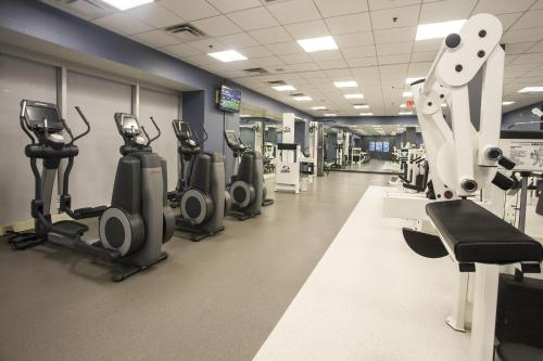 The fitness center and/or fitness facilities at Little Rock Marriott