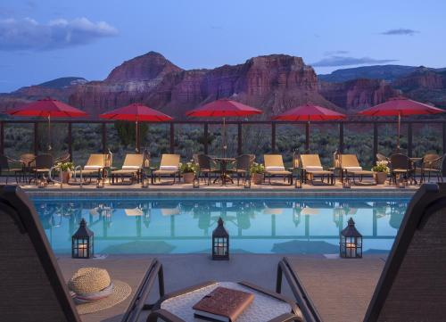 The swimming pool at or near Capitol Reef Resort