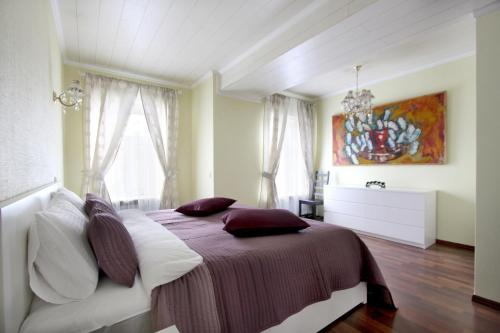 Кровать или кровати в номере Апартаменты на Невском «Петр Великий»