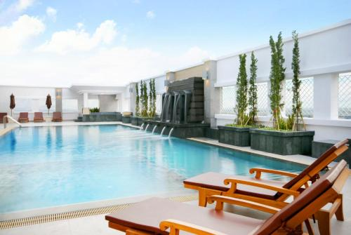 The swimming pool at or near Kantary Hotel Ayutthaya