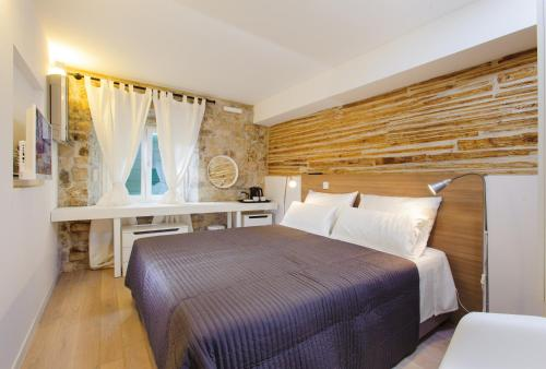 Ein Bett oder Betten in einem Zimmer der Unterkunft Grgur Ninski Rooms