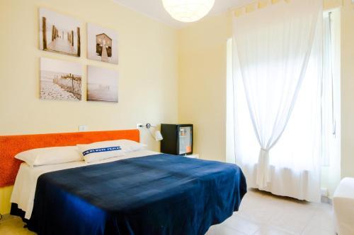 Albergo Villa Gaia tesisinde bir odada yatak veya yataklar