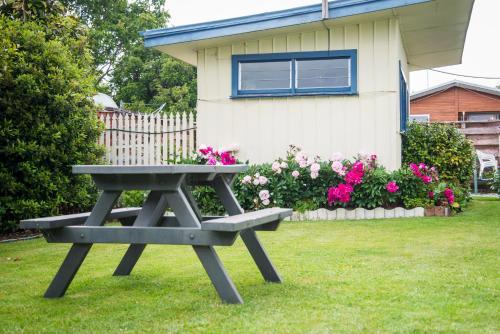 A garden outside Alpenhorn Motel
