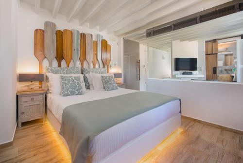 Ein Bett oder Betten in einem Zimmer der Unterkunft Lindos Allure Villa