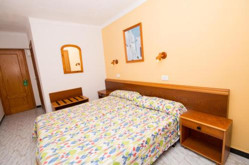 A bed or beds in a room at Hotel Amic Can Pastilla