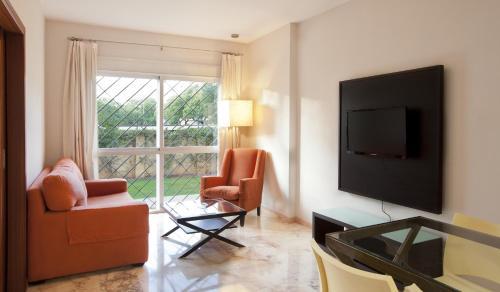 A seating area at Apartamentos Vértice Bib Rambla