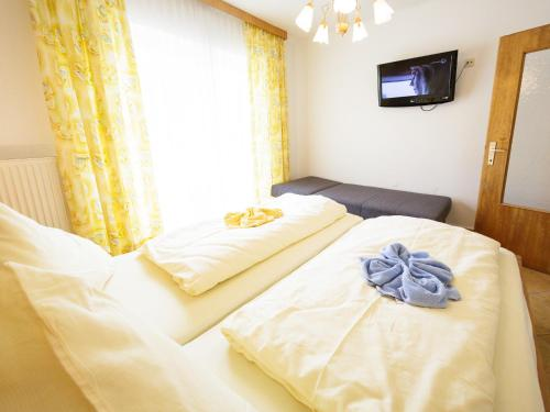 A bed or beds in a room at Pension Regia