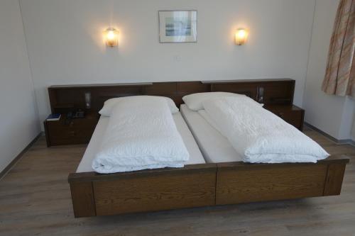 Ein Bett oder Betten in einem Zimmer der Unterkunft Gasthof Löwen