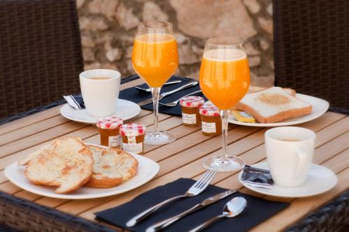 Breakfast options available to guests at Hotel Villa Miramar