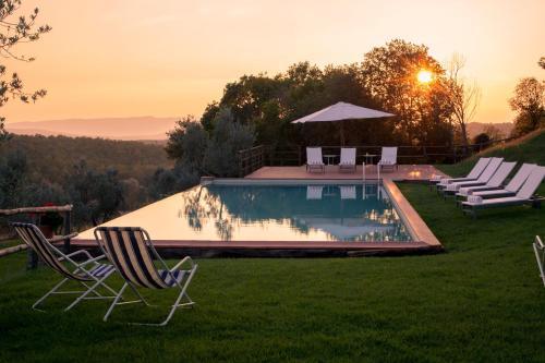 Piscina di Borgo Sant'Ambrogio - Resort o nelle vicinanze