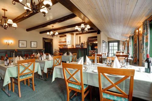 Ein Restaurant oder anderes Speiselokal in der Unterkunft The Cottage