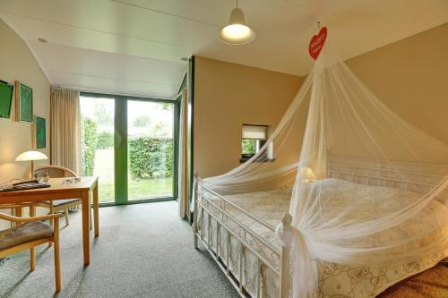 Ein Bett oder Betten in einem Zimmer der Unterkunft The Cottage