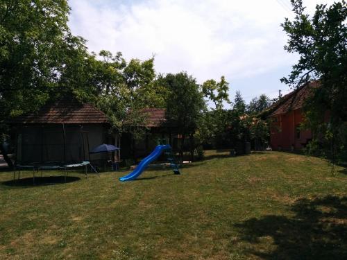 Herní místnost nebo prostor pro děti v ubytování Chata Sovička Podhájska