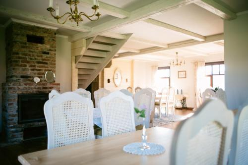 A restaurant or other place to eat at Boutique-villa Provence