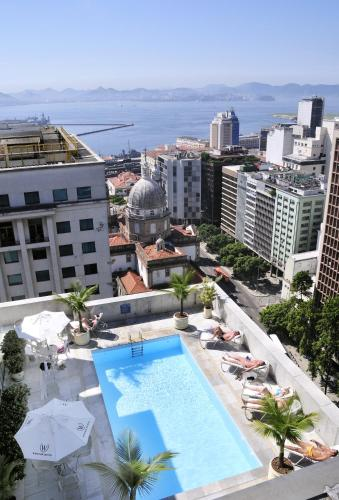 A view of the pool at Windsor Guanabara or nearby