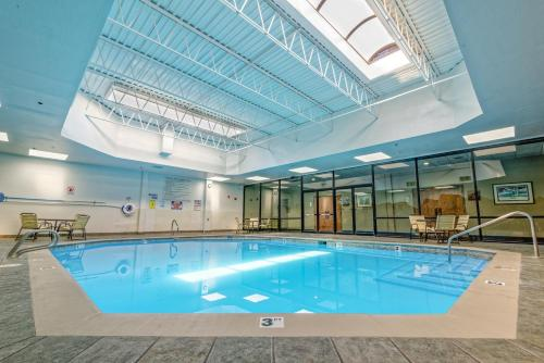The swimming pool at or near Grand Vista Hotel Grand Junction