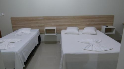 A bed or beds in a room at Hotel Barril