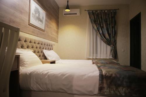 Кровать или кровати в номере Отель Есенин