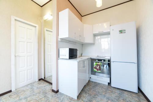 Кухня или мини-кухня в Морские Апартаменты