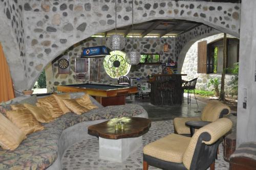 A seating area at Casa Cangrejal B&B Hotel