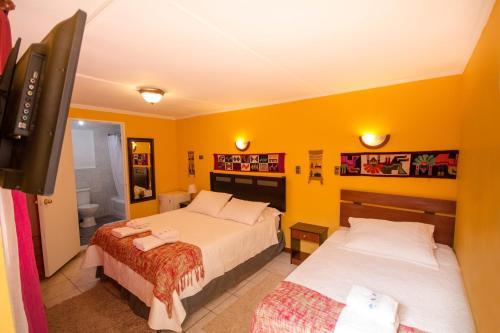 Cama ou camas em um quarto em Hostal Kirckir