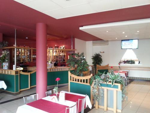 Restauracja lub miejsce do jedzenia w obiekcie Max