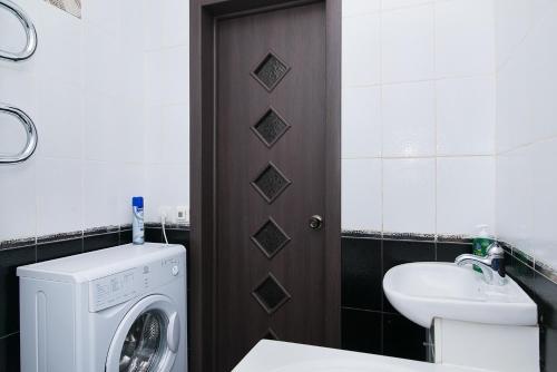"""A bathroom at """"SelyVseh"""" at Aviatsionnaya"""