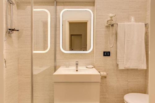 A bathroom at Hotel Martini