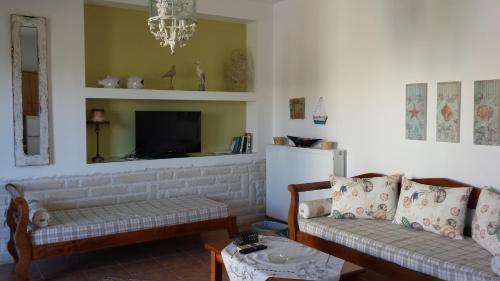 Ein Sitzbereich in der Unterkunft Sirines Apartments