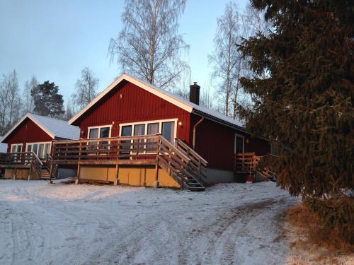 Siljan Utsikt Semesterhus under vintern