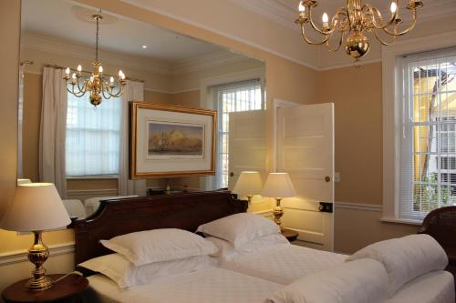 A bed or beds in a room at Tintagel Guesthouse
