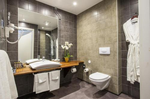 Ett badrum på Sockerslottet Hotell