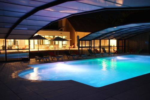 The swimming pool at or near VVF Villages « Les Châteaux de la Loire » Amboise