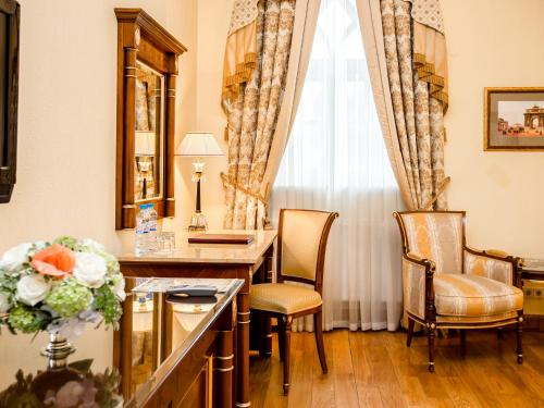 A seating area at Petroff Palace Boutique Hotel