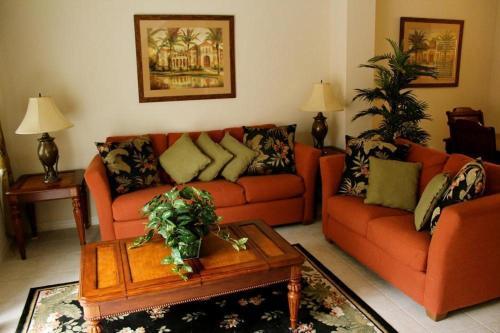 A seating area at Bella Vida Resort 4534