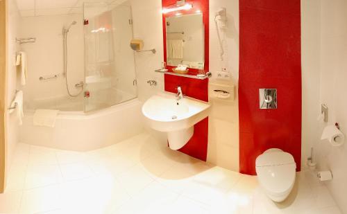 A bathroom at Olympik Artemis