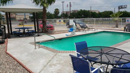 The swimming pool at or near Motel 6-Eagle Pass, TX - Lakeside