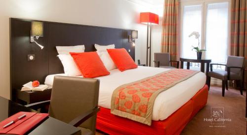 Un ou plusieurs lits dans un hébergement de l'établissement Hôtel California Champs Elysées