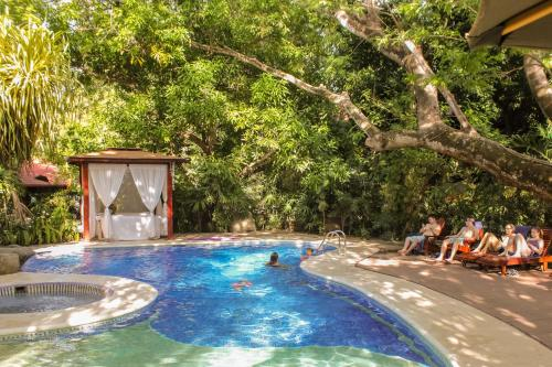 The swimming pool at or near Hotel Bosque del Mar Playa Hermosa
