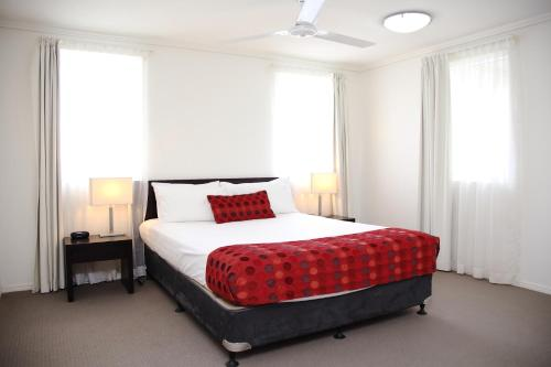 A bed or beds in a room at Cairns Central Plaza Apartment Hotel