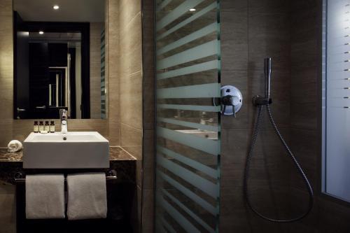 A bathroom at Pullman Kinshasa Grand Hotel
