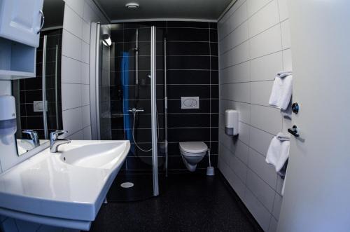 Ein Badezimmer in der Unterkunft Lavik Fjord Hotell