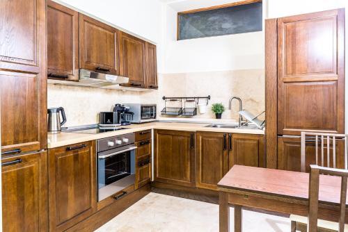 A kitchen or kitchenette at Vila Wendy