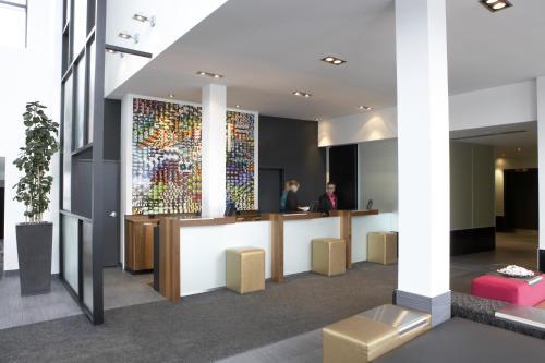 The lobby or reception area at Hôtel Alt Québec