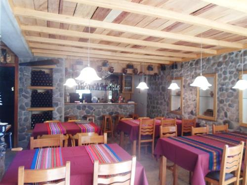 A restaurant or other place to eat at Posada El Castillo