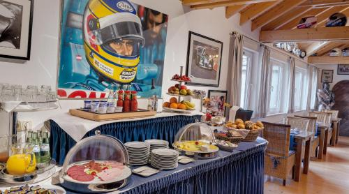 A restaurant or other place to eat at Motorsport Hotel