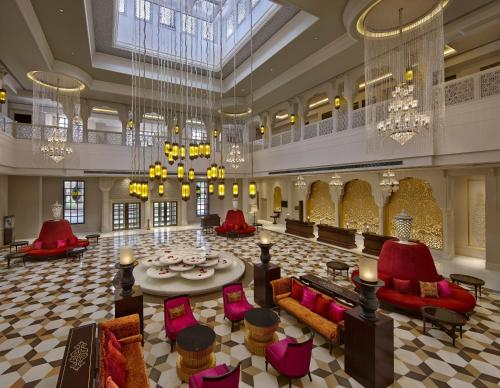 A restaurant or other place to eat at ITC Rajputana, a Luxury Collection Hotel, Jaipur