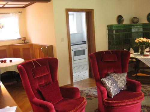 Ein Sitzbereich in der Unterkunft Gasthaus Zur Sonne